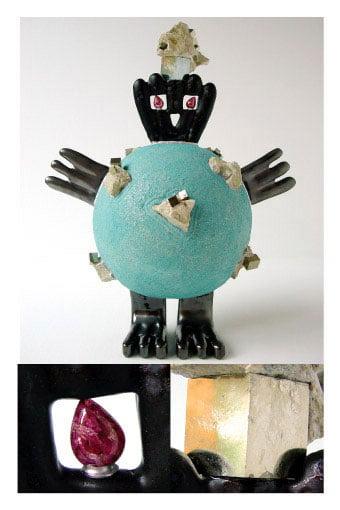 Sculpture contemporaine oiseau avec des pyrites.