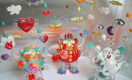 sculptures robots lumineux et des tableaux en aluminium et céramique